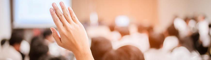 Main levée dans une assemblée pour demander la parole