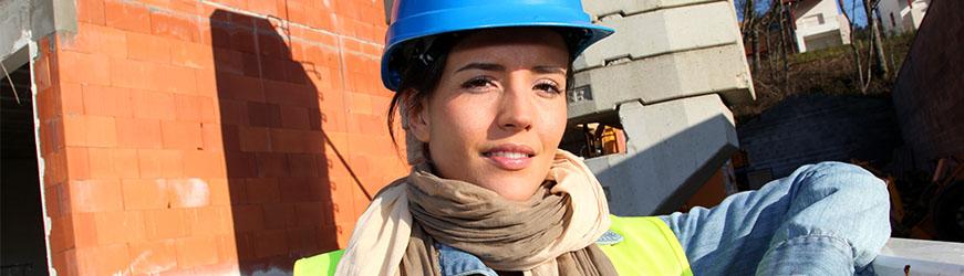 metiers du btp a decouvrir une jeune femme sur un chantier