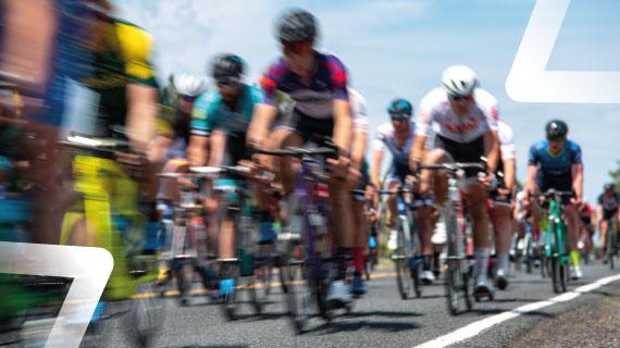 Coureurs cyclistes pendant une étape du tour de france